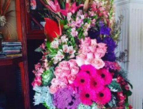Arreglo Floral de Flores Finas en Esfera de Cristal