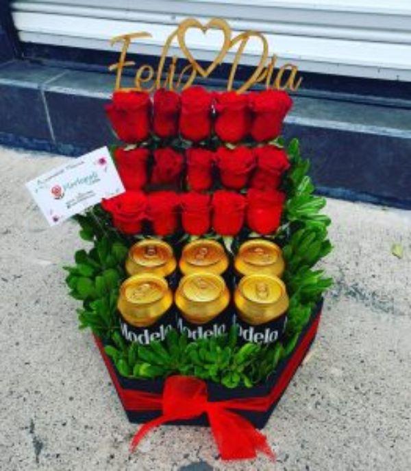 Caja de Rosas y Cerveza Modelo