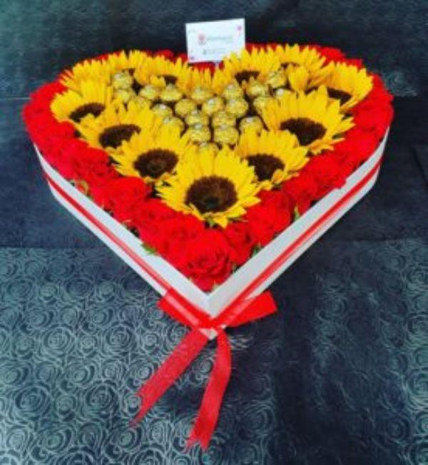Corazon de Rosas Girasoles y Chocolates