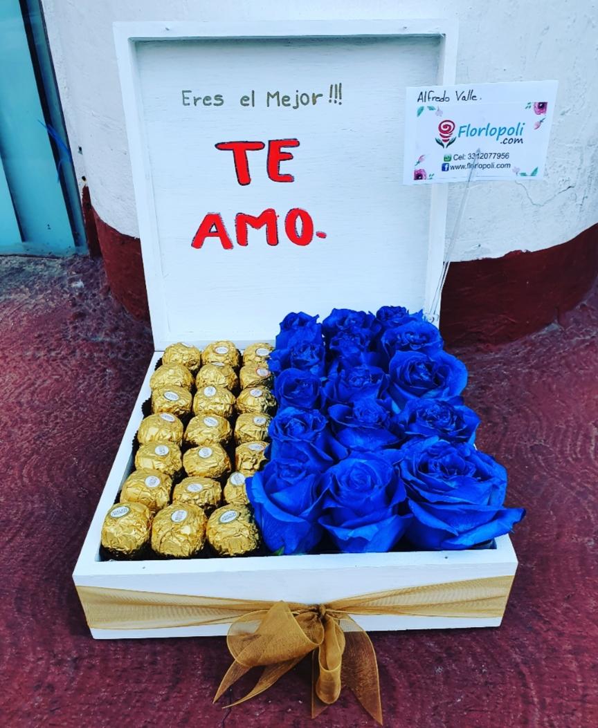 Caja de rosas azules y chocolates