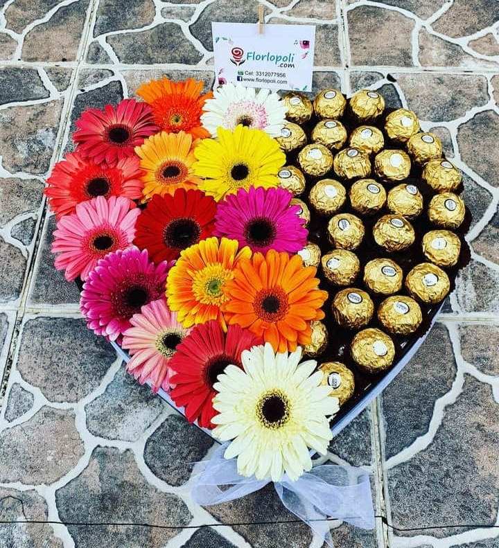 Corazon de gerberas y chocolates