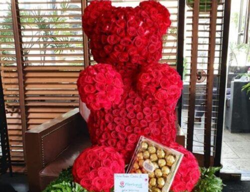 Oso de rosas rojas