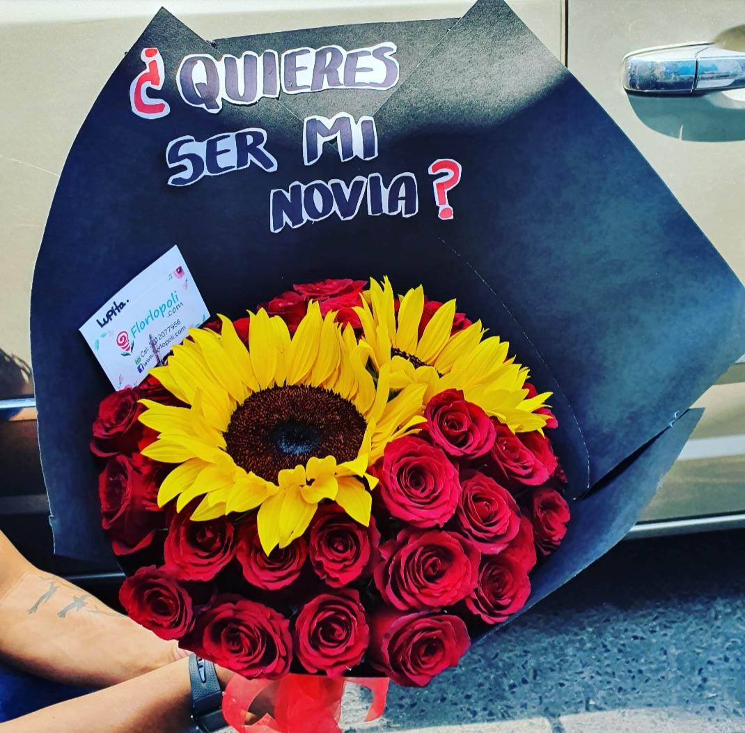 Ramo de girasoles y rosas rojas