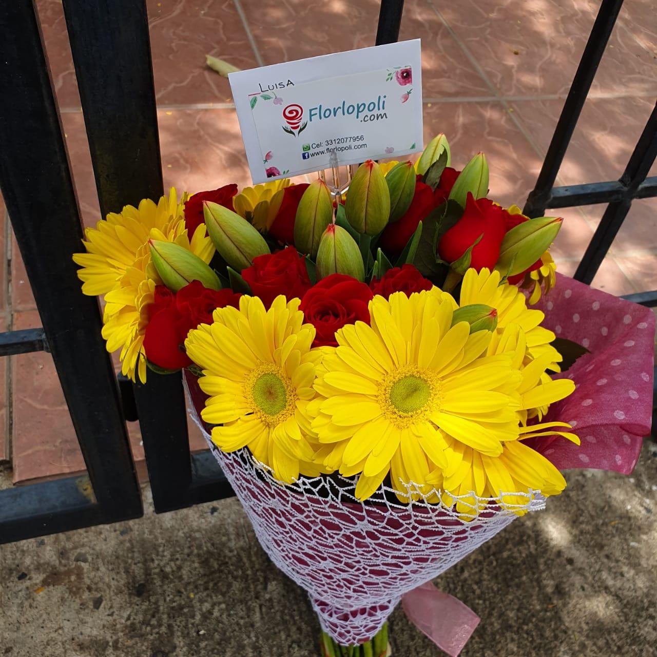 Ramo de rosas gerberas y tulipanes