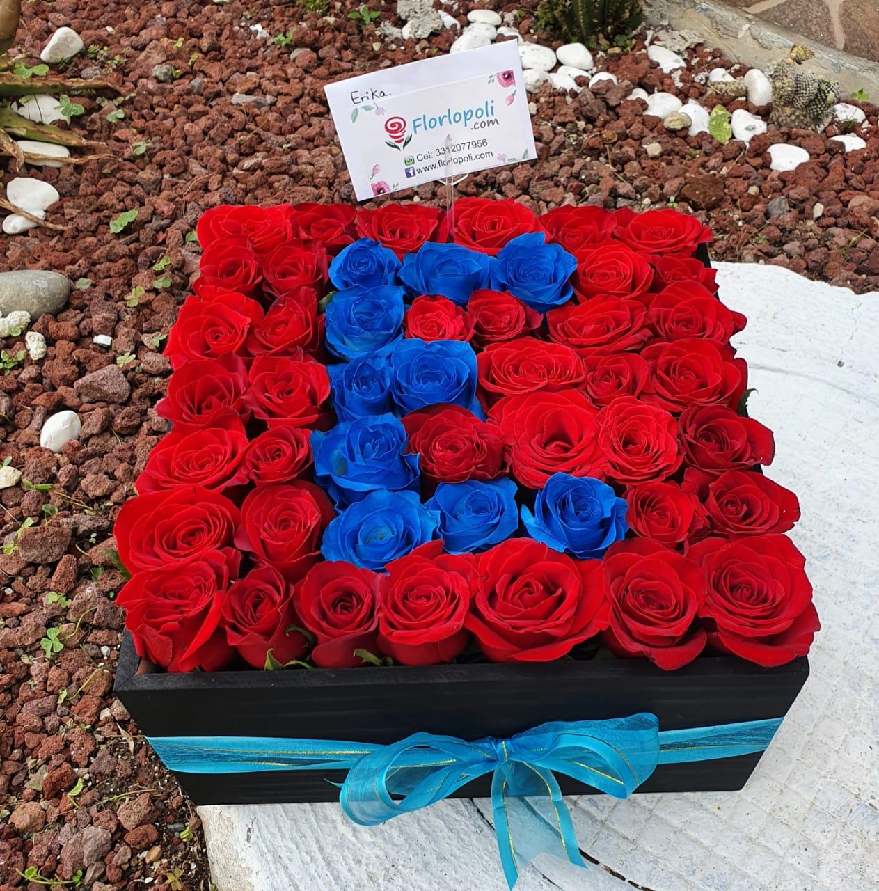 Caja de rosas rojas con letra