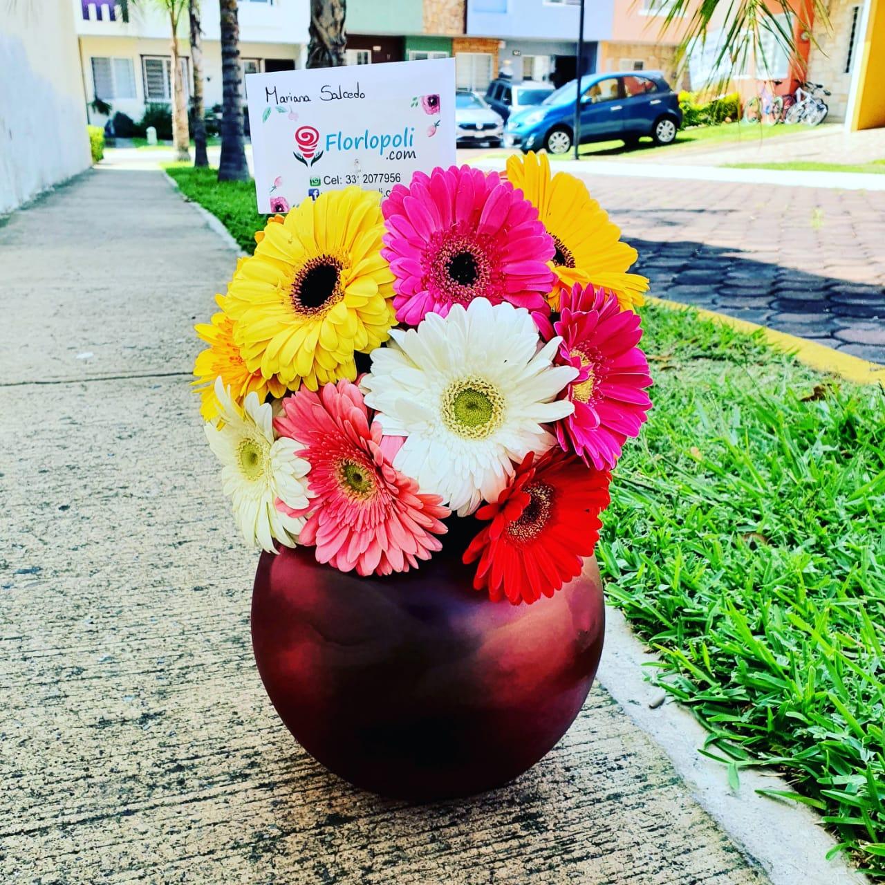 Esfera de gerberas multicolor