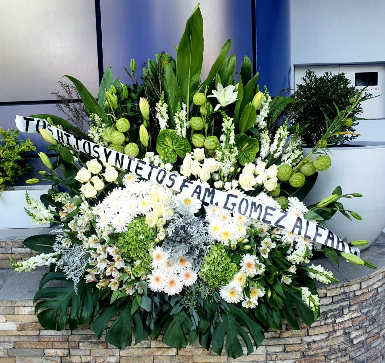 Arreglo floral funebre pie de caja