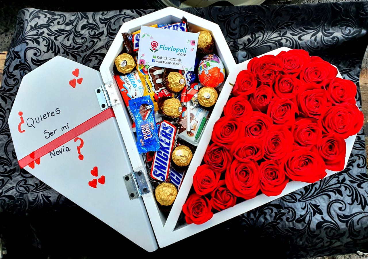 Corazon de rosas media tapa con chocolates