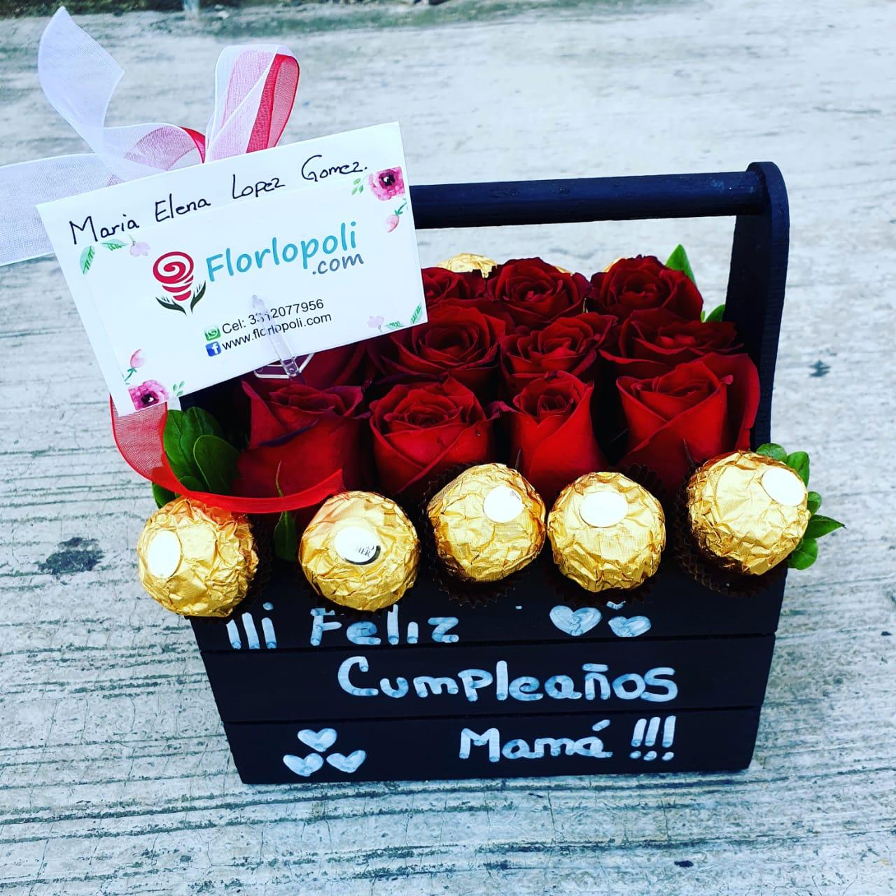 Caja de rosas personalizada y chocolates