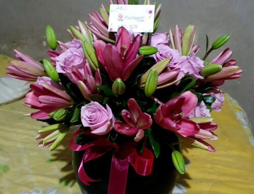 Esfera de rosas y lilis en tonos rosas