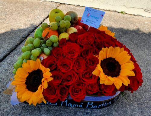 Arreglo Floral de Frutas con Rosas y Girasoles