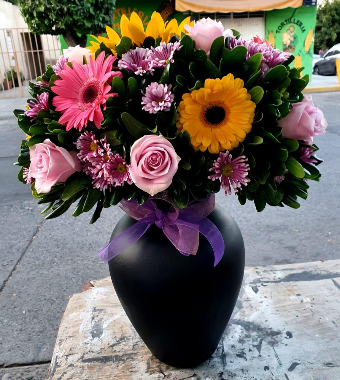 Florero de Gerberas, Margaritas y Rosas