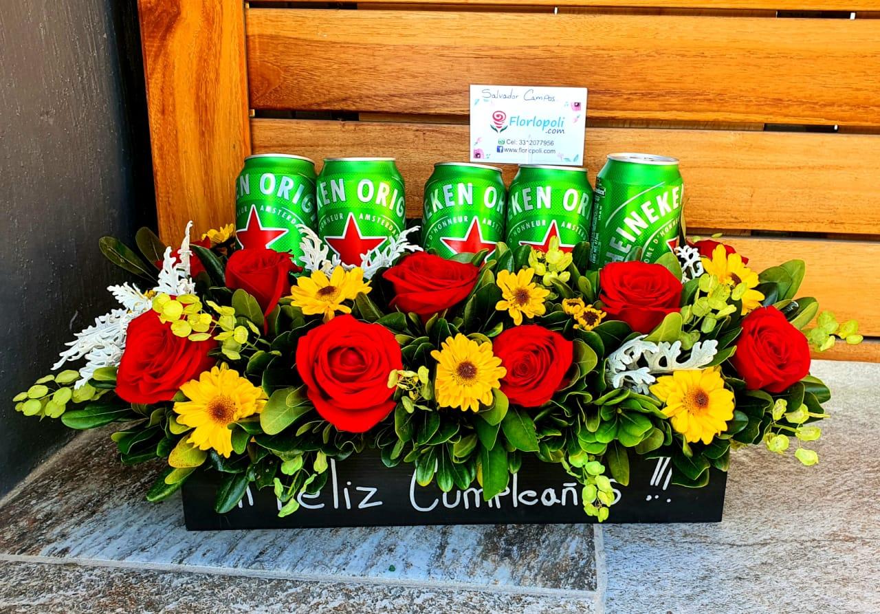 Caja con Rosas Rojas y Cerveza Heineken