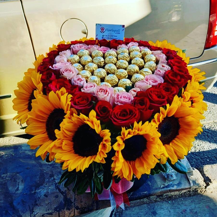 Cilindro De Girasoles Con Rosas y Chocolates