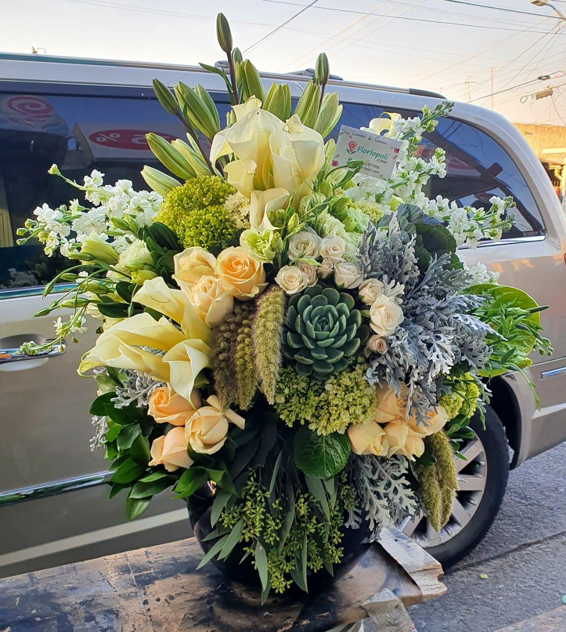 Elegante Arreglo de Flores Finas