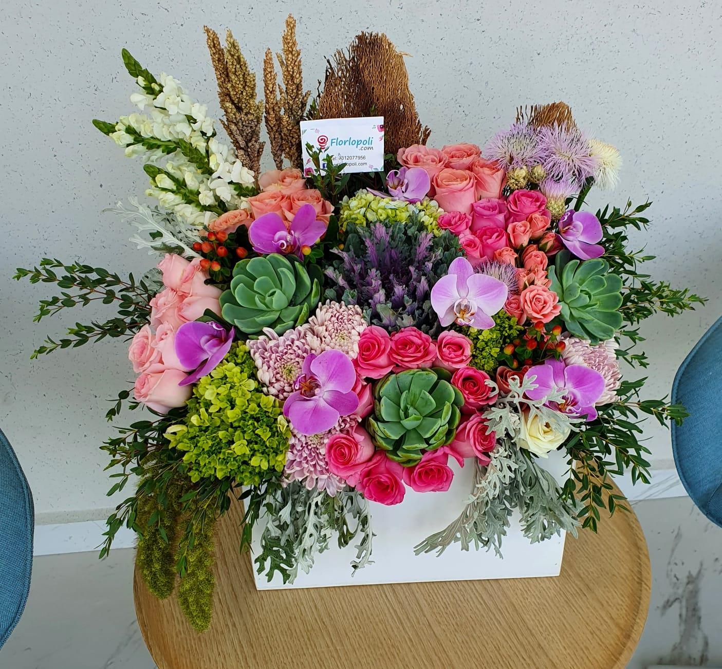 Caja de flores finas y orquideas estilo vintage