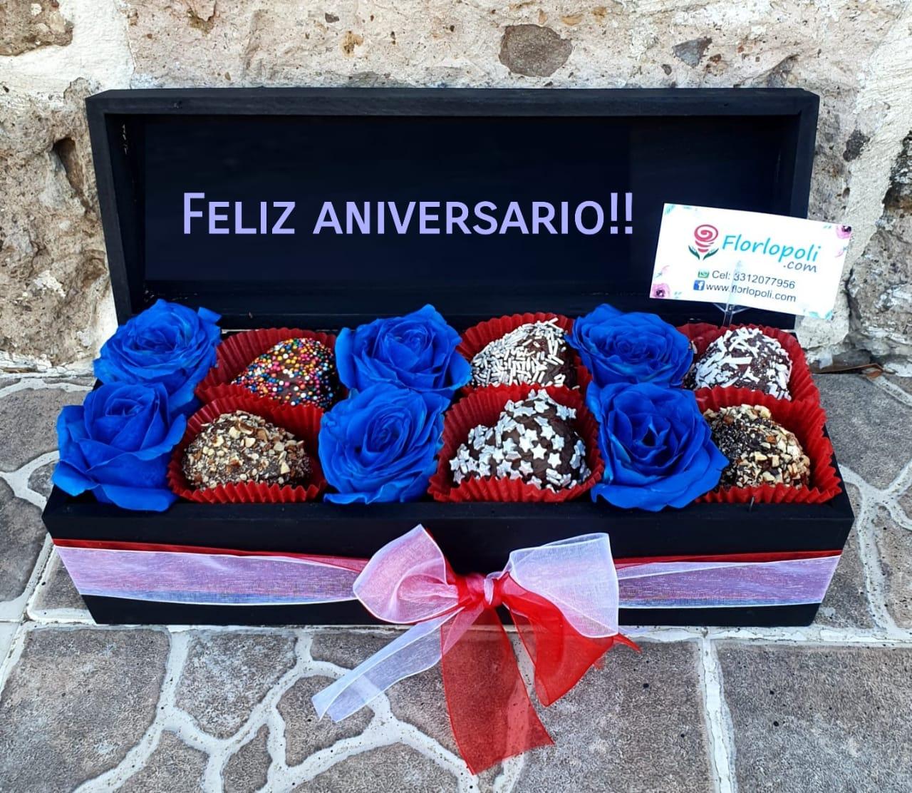 Caja de Fresas con Chocolate y Rosa Azul