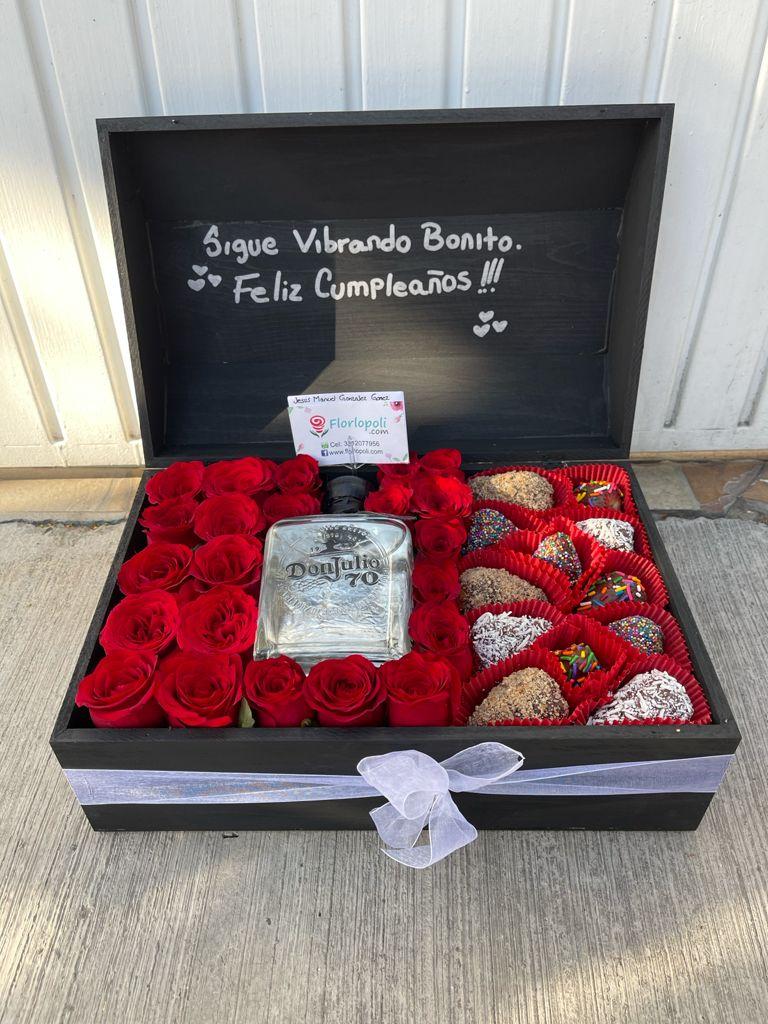 Cofre de Rosas Rojas, Fresas con Chocolate y Botella de Tequila