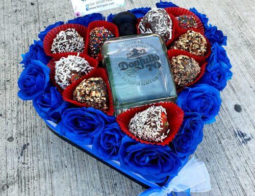 Corazón de Rosas Azules y Fresas con Chocolate