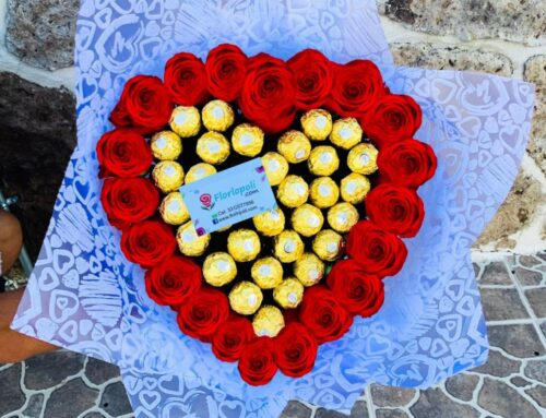 Ramo de Rosas con Chocolates en Forma de Corazon