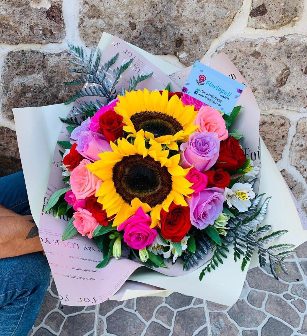 Ramo de rosas rosas y girasoles