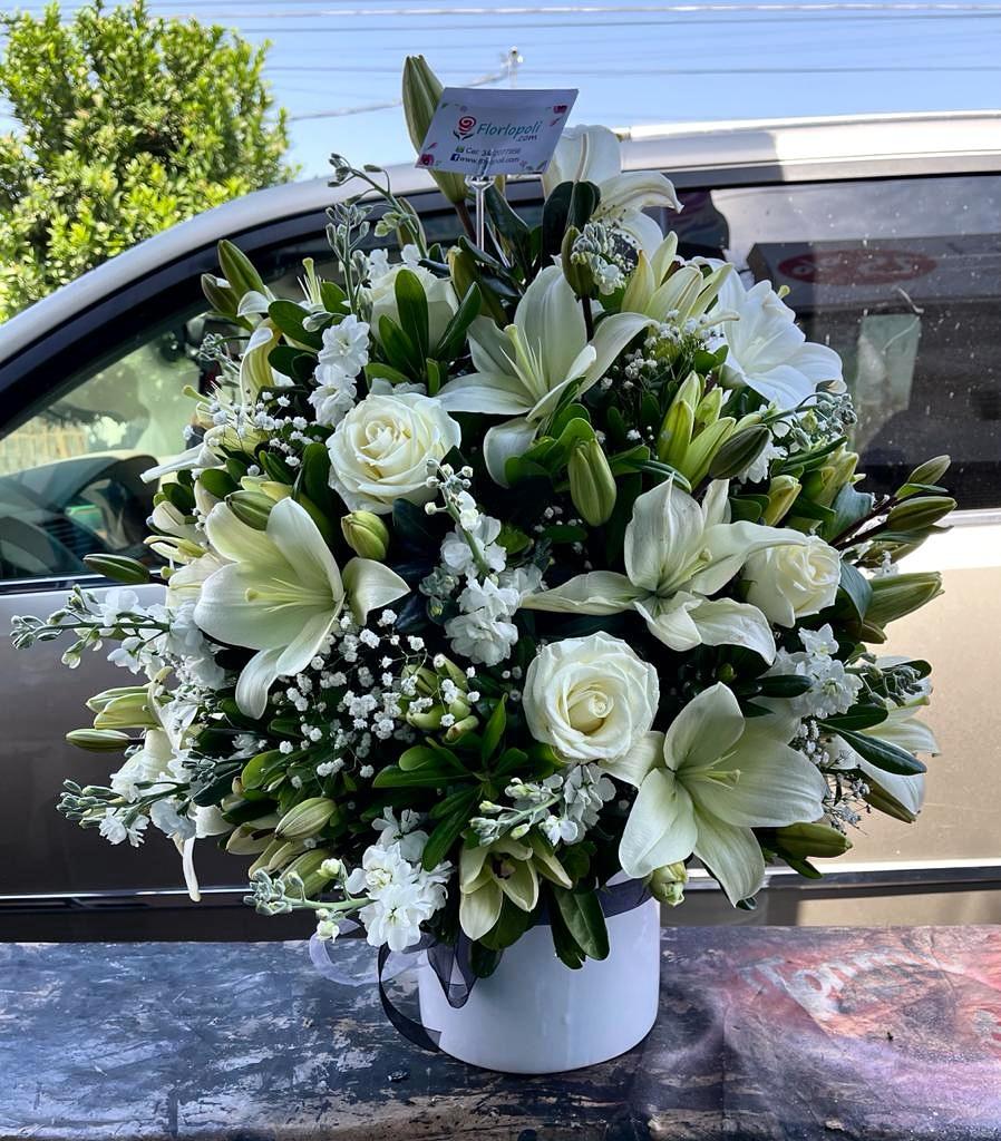 Diseño Funebre Especial de Lilis Blancas