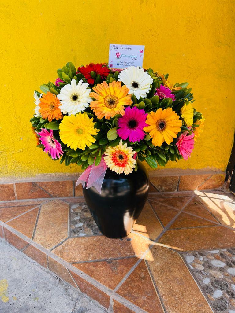 Florero de gerberas multicolor