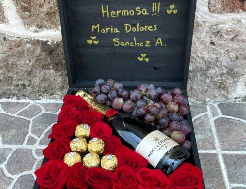 Caja de moet con rosas uvas y chocolates