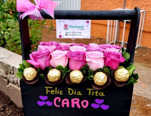 Caja de rosas rosas personalizada y chocolates
