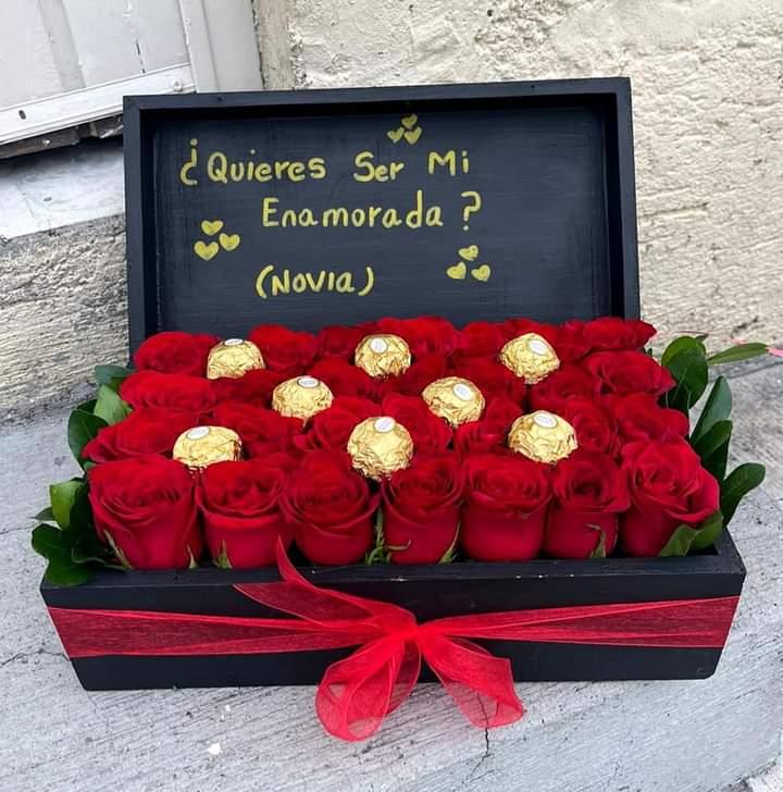 Cofre De Rosas Rojas y Chocolates