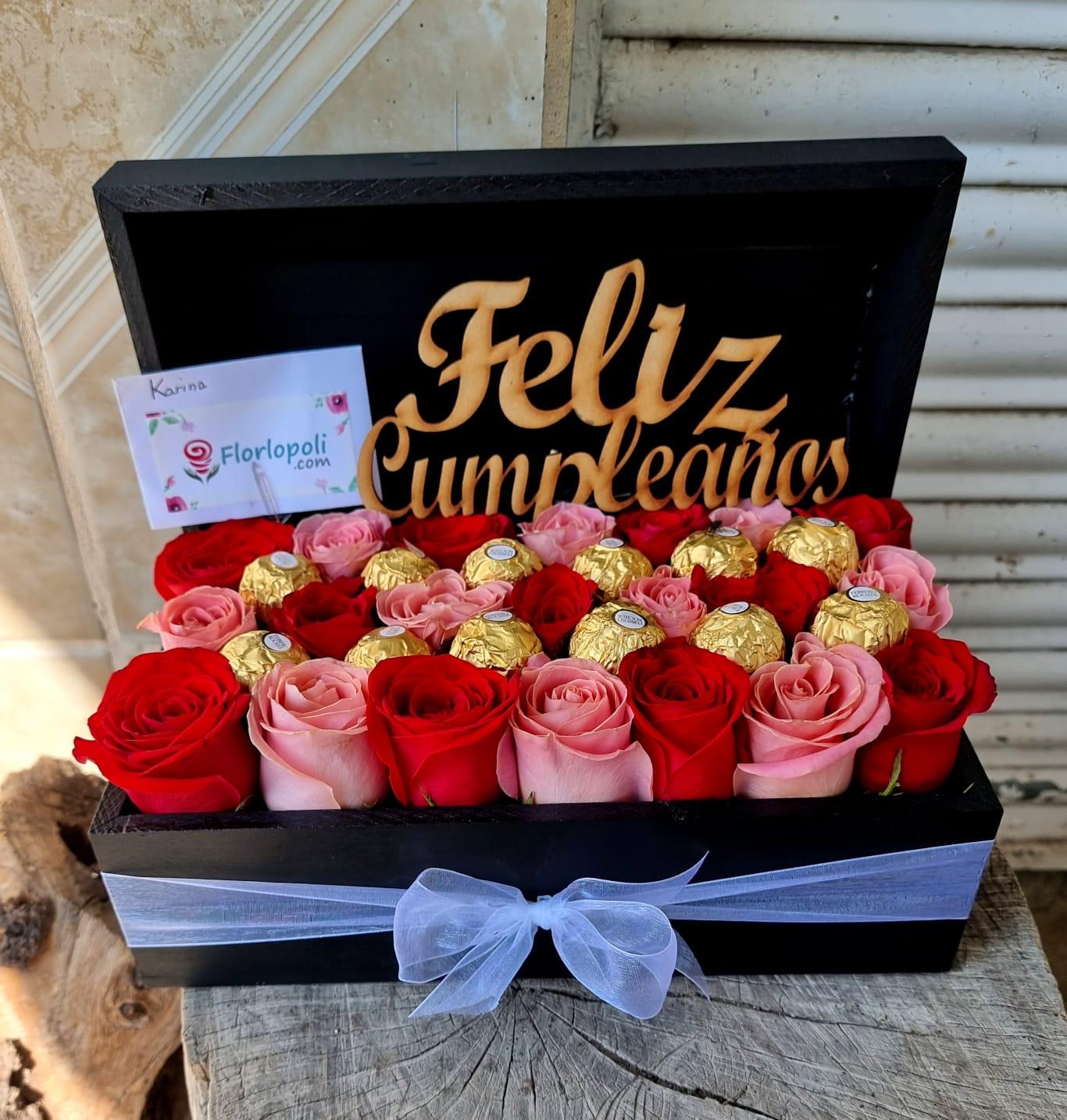 cofre de rosas rojas y rosas con chocolates